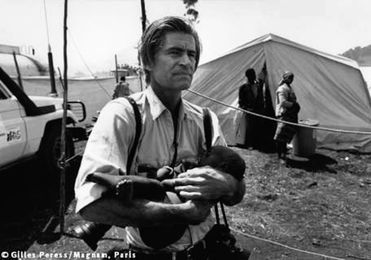 James-Natchwey-with-child-by-Gilles-Peress-for-Magnum-Photos