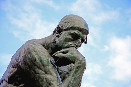 elecciones-2017-estatua-pensando